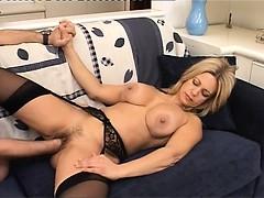 Порно фильм пары трахают нянек