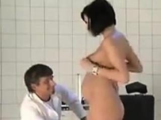 Муж смотрит как имеют его жену порно