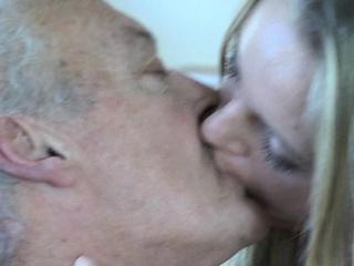 seks-starika-s-gornichnoy