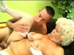 Порно скрытая камера в примерочной