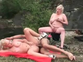 Секс случайно жена пока муж не видит