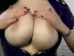 Мастурбацыя с бальшой грудью