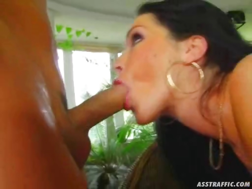Porn Tube of Buttplug And Anal For Gloria Gucci