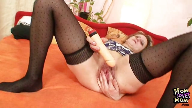 Porno Video of Kinky Mature Mom First Time Masturbation Video