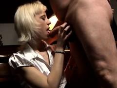 Симпотная девушка секс видео
