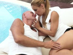 Жена сосёт любовнику при муже видео