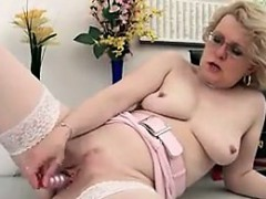 Порно анал разкртили зрелую на групповуху