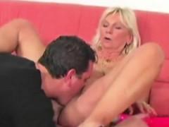 Видео порно внезапно в сортире