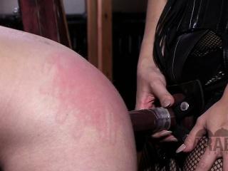 Asian Mistress shows Arab Slave how to worship his goddess.