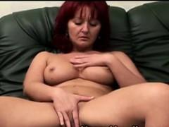 Видео как мужчины раздевают девушек до гола
