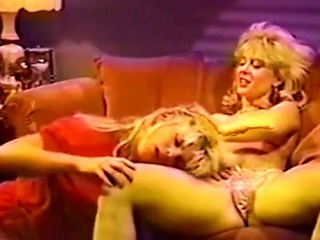 Hot Vintage Lesbian 80s Pussy action