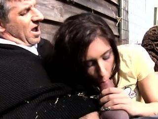 Толстый мужик ебет молодую девку смотреть порно