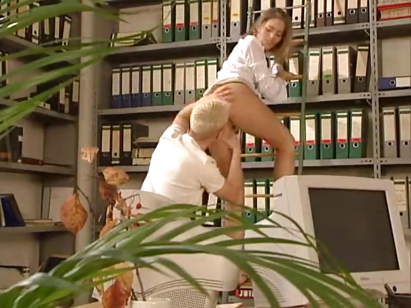 Porno Video of Very Hot German Sex In Office