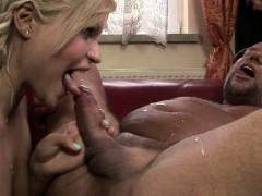 Страстное порно с массажисткой