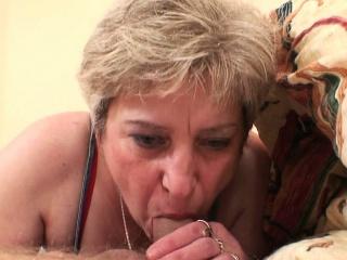Мальчик ебет взрослую тетку
