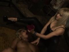 Видео секса в халате