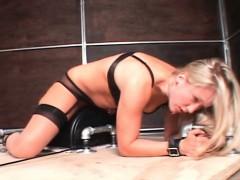 Развратный секс с зрелой мамкой в попку