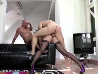Невестка отсасала и потрахалась с отцом порно видео