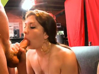 Жестоко ебут баб порно