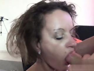 Лизать между ног порно