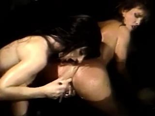 Classic Lesbian Porn In a Bubble Bath