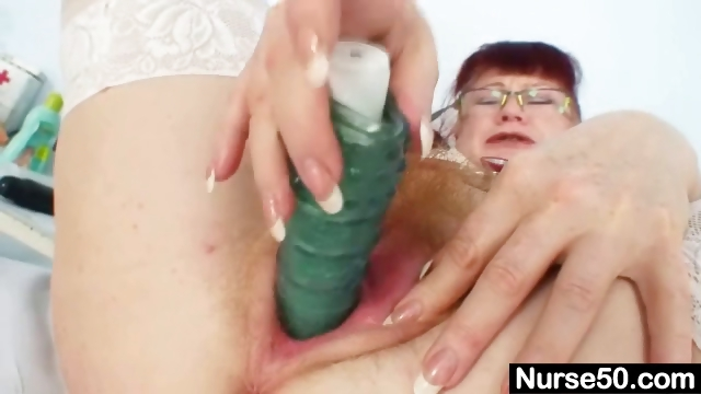 Porno Video of Redhead Amateur Lady Stretching Her Red Hairy Pussy