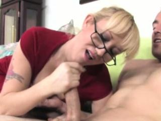 Порно высасывание спермы из влагалища