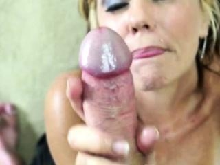 Mature handjob loving milf working dick