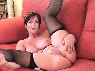 Длинный дилдо в попке секс