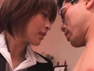 Порно японскую жену ебут боссы