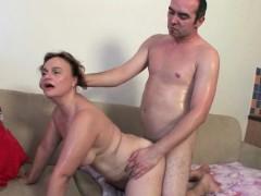 Порно инцест мама дочки и зятя