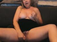 Струйный оргазм во время мастурбации