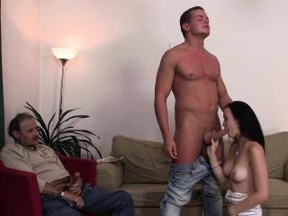 Девочка кончила в рот парню смотреть порно онлайн