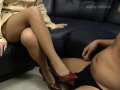 Секс с брюнеточкой в прачечной