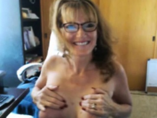 Granny With Cutie Smile Face On Cam Exposing...