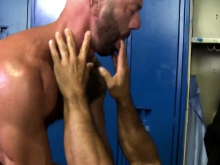 Muscular mature rims and fucks gym partner