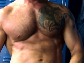 Muscular mature rims and fucks gym partner