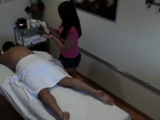 Real fat asian masseuse in cock rubbing session