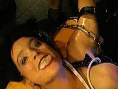 Порно миньет по принуждению