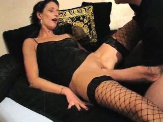 Залез под столом между ног смотреть порно онлайн