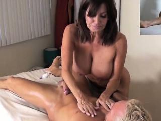 Порно туалет крупный план