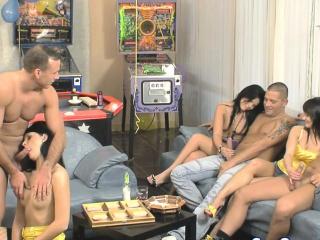 Вечеринка студентов сауна порно