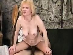 Порно групповое в клубе онлайн