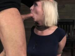 Зрелую даму за 40 грубо трахнули в рот смотреть онлайн