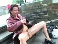 Зрелые британский девушку знаменитое в общественной