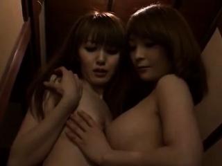 Лесбиянки ласкают друг друга в анал смотреть порно
