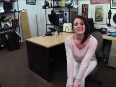 Куколд ест сперму видео