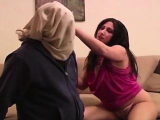 Изнасиловал жену друга порно онлайн
