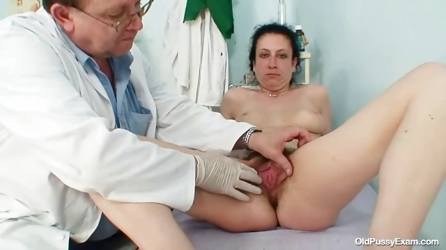 Porno Video of Mature Helena Perverted Hairy Pussy Examination