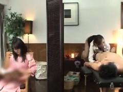 Видео девушки играют в бутылочку на раздевание